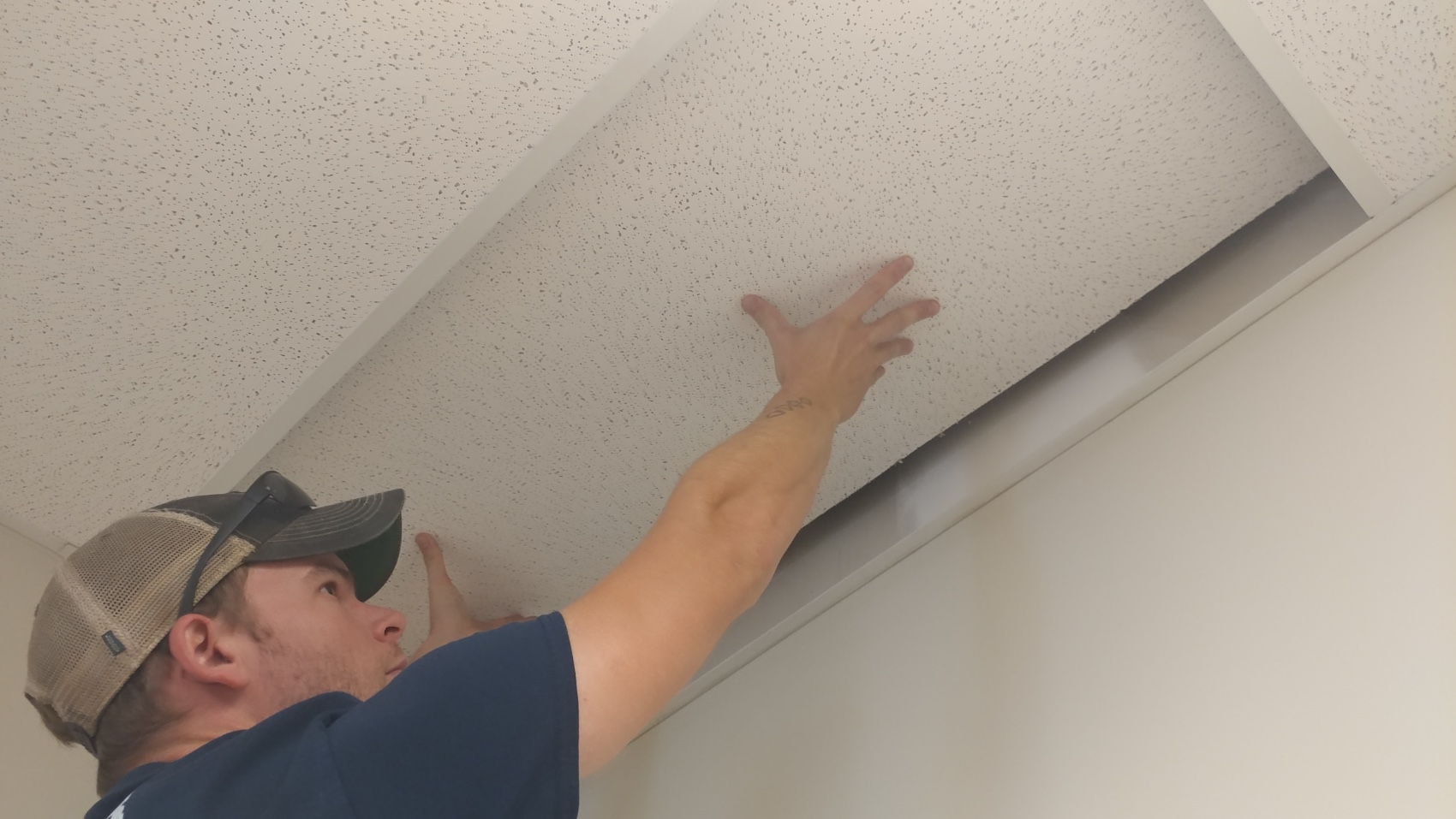 remove ceiling tile from ceiling